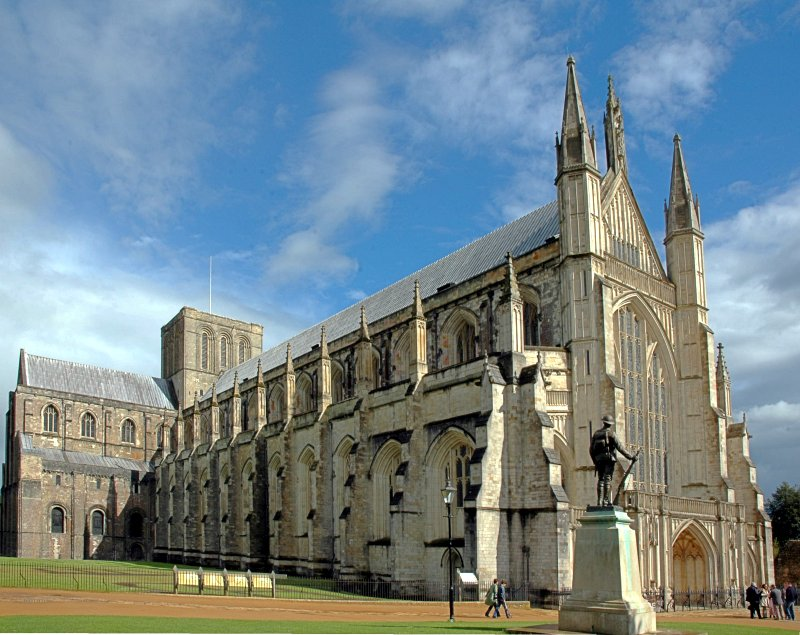 Winchester_cathedral_side2